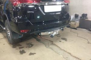 Установка фаркопа на Toyota Fortuner 17-...
